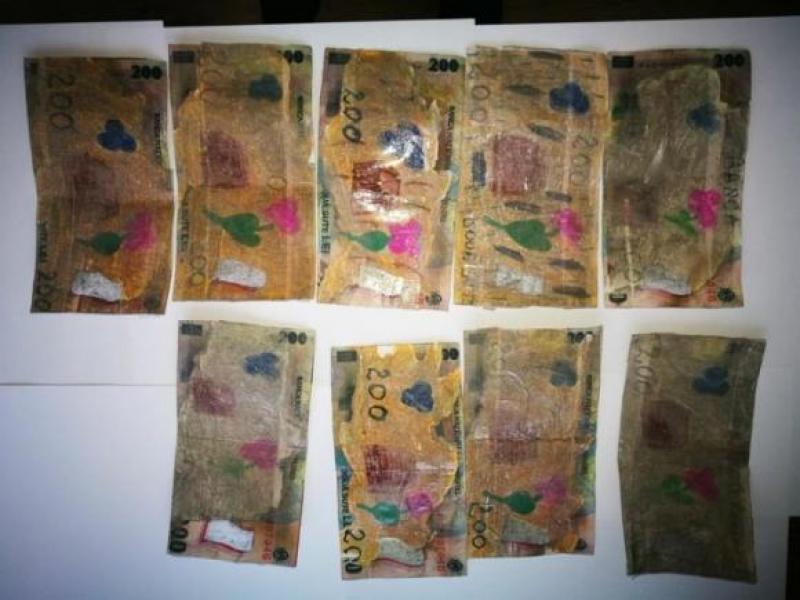 De râsul plânsului! Un bărbat din Vrancea a încercat să îşi facă cumpărăturile cu bancnote trase la Xerox şi colorate cu carioca!