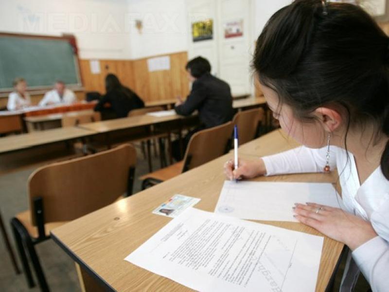 """Peste 900 de elevi absenţi la simulările pentru BAC, proba scrisă la """"Limba şi literatura Română"""""""