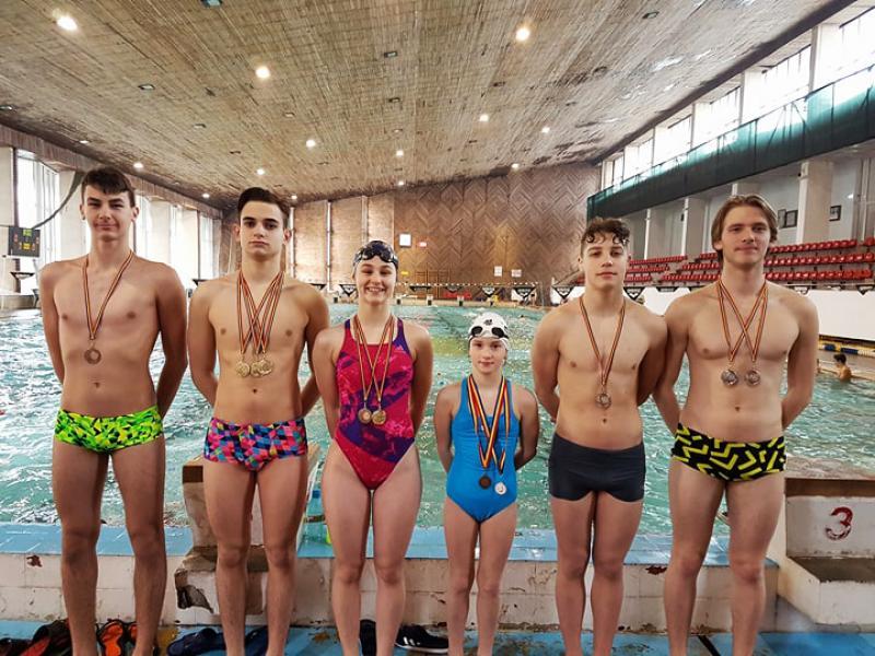 11 medalii obţinute de sportivii arădeni, la ultima verificare înaintea Campionatelor Naţionale de Înot