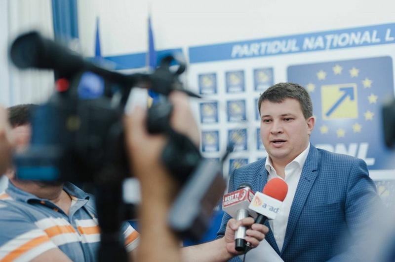 """Bogdan Boca (PNL): """"Când nu găsiți loc de parcare în Arad să știți că nici PSD-ul nu a găsit loc de a vota proiectul parcării subterane!"""""""