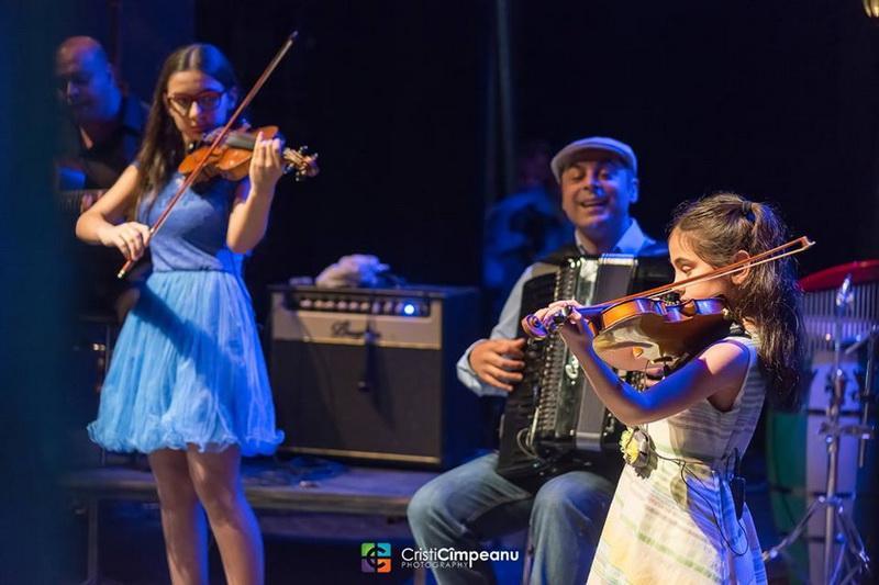 Emy Drăgoi și fiicele sale - recital la Târgul de Primăvară