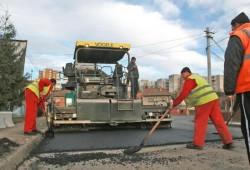 Încep lucrările de asfaltare pe patru loturi de străzi din municipiul Arad