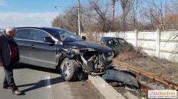Accident spectaculos în fața reprezentanței BMW