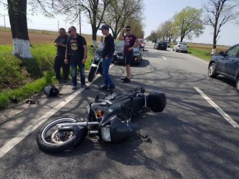 Un tânăr motociclist a ajuns în comă, în urma unui accident rutier