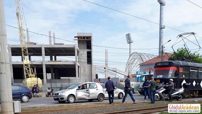 Şoferiţă însărcinată lovită de tramvai la UTA!