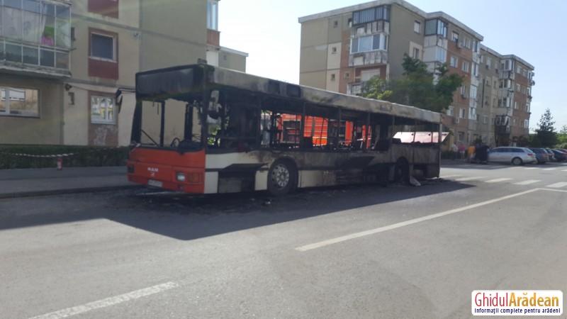 Un autobuz a ars în întregime, în Alfa