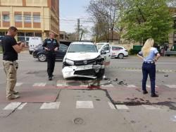 Accident de circulație pe Victoriei. Două persoane au ajuns la spital