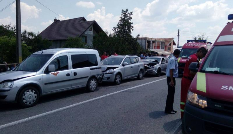 Neatenția și graba șoferilor au fost cauzele unui accident în lanț, produs vineri dimineața