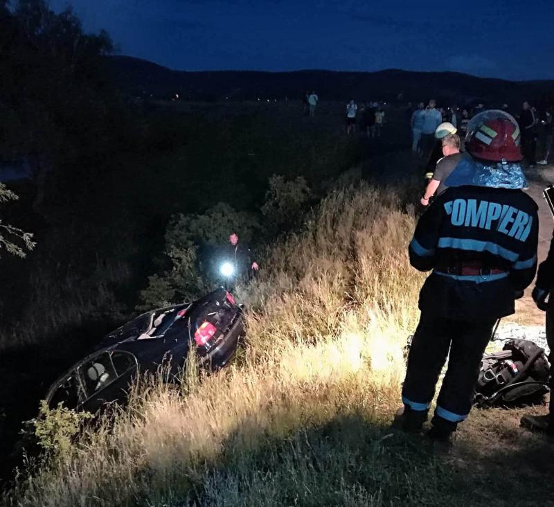Un BMW în care se aflau 2 bărbați și 2 femei a căzut în lacul Ghioroc