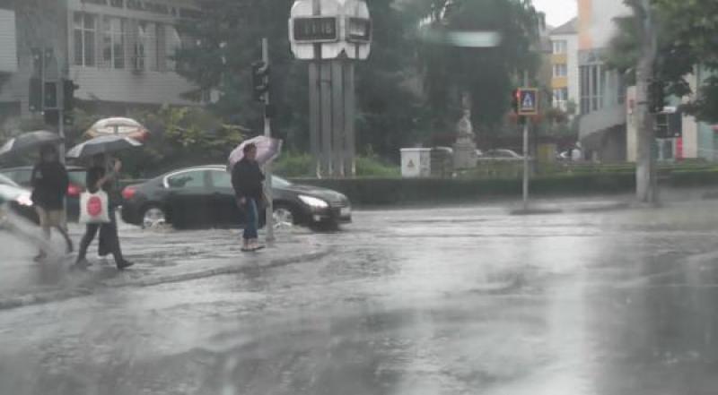 Aradul sub COD GALBEN de ploi