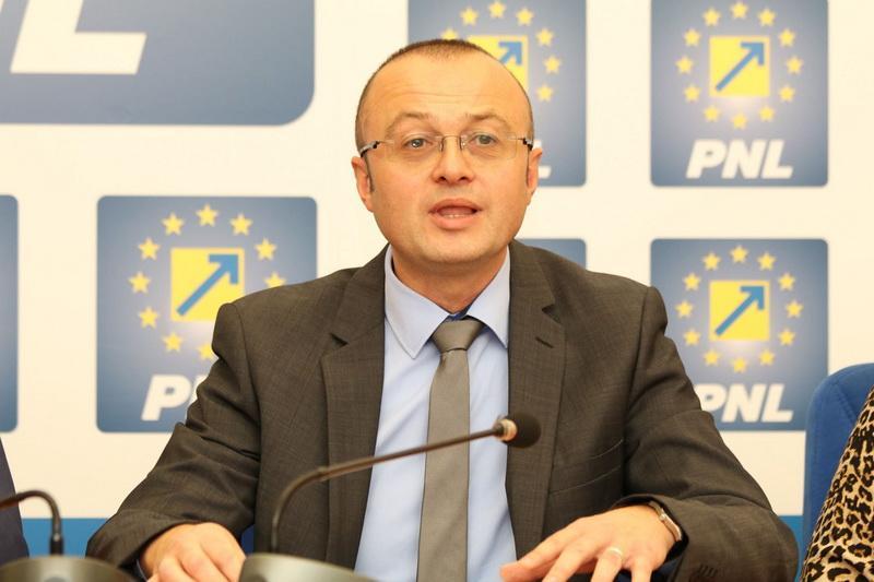 """Dorin Stanca (PNL): """"Guverul trebuie să ia măsuri pentru a evita recesiunea economică"""""""