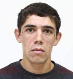 Tânărul din imagine are 22 de ani și este dat dispărut