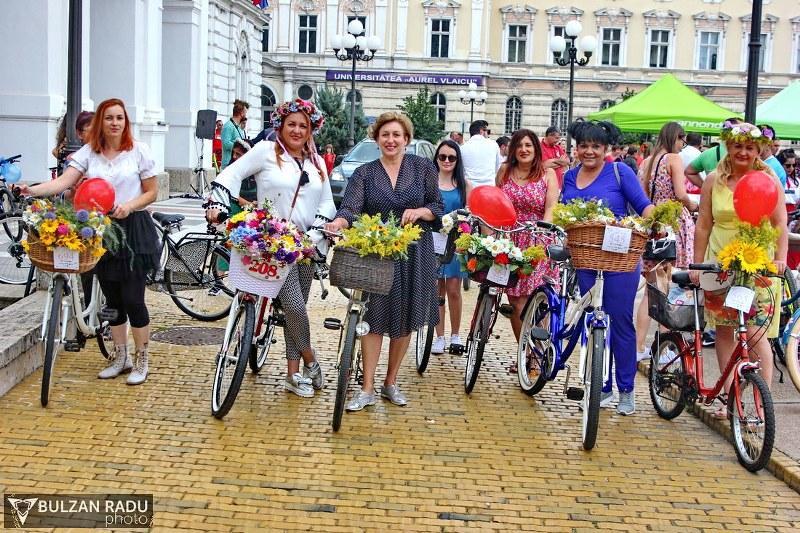 Tocuri, fuste, flori şi biciclete - SkirtBike Arad 2018