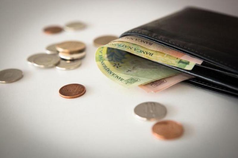 Veşti tot mai proaste pentru românii cu credite