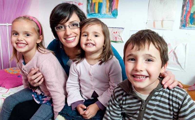 Vești bune pentru mamele care au mulți copii și lucrează. Vor putea ieși mai repede la pensie