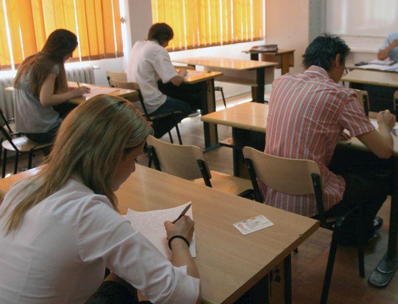 314 elevi absenţi şi unul eliminat la proba scrisă la alegere la Bacalaureat în judeţul Arad
