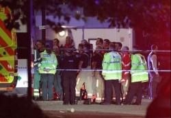 GROAZĂ în Manchester. Cinci persoane au fost rănite după ce o mașină a intrat în mulțime