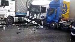 GRAV accident rutier ! Trei TIR-uri s-au ciocnit, iar o persoană este rănită