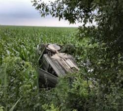 Doi adulți cu doi copii s-au răsturnat cu mașina lângă Iratoșu