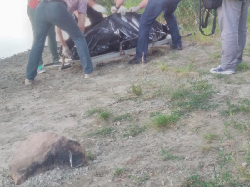 Un bărbat de 48 de ani s-a aruncat în Mureș. După 20 de minute a fost găsit fără suflare