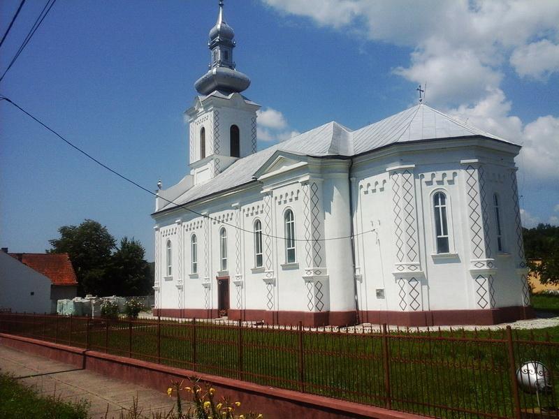 Optzeci de ani de la trecerea la  cele veșnice a Reginei Maria a României comemoraţi la Biserica Ortodoxă  din Săvârșin
