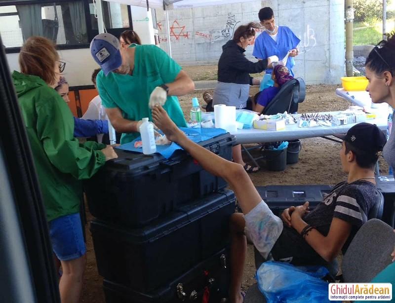 Medici veniți din SUA întind o mână de ajutor sărmanilor din Arad