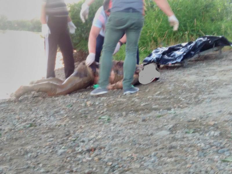 La Ineu a fost găsit cadavrul unui bărbat, plutind pe râul Crișul Alb