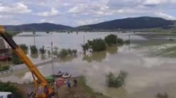 România este sub ape . Patru morți și sute de case sunt distruse în urma inundațiilor