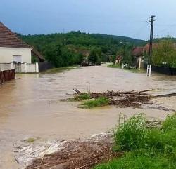 Județul Arad se află sub ape, după ploaia de marți după masa
