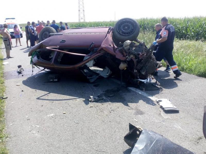 TRAGEDIE pe o șosea din Timiș: doi bărbați au murit, iar un copil este în stare gravă la spital