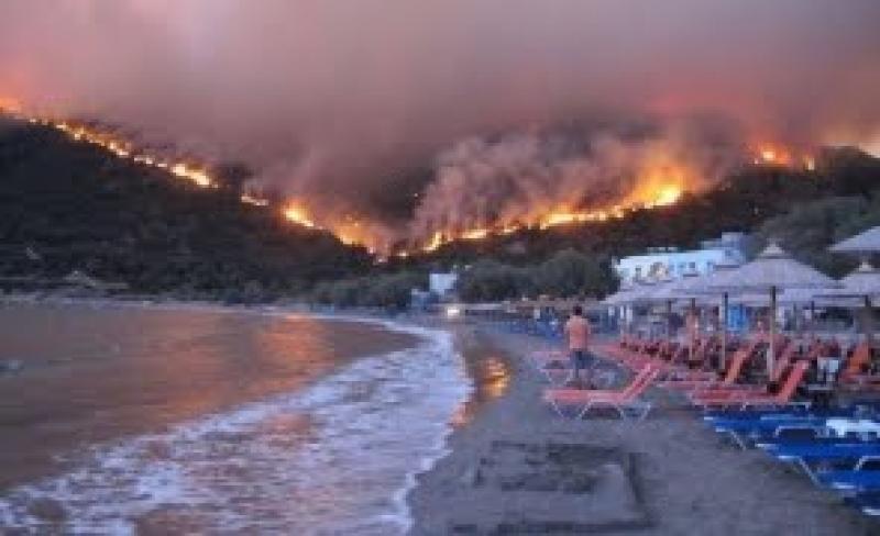 Noi INCENDII în Grecia.VEZI unde au fost evacuați peste 500 de turiști