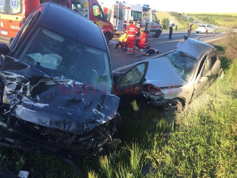 GRAV accident rutier în Mehedinți. Au fost rănite 9 persoane, dintre care 3 copii
