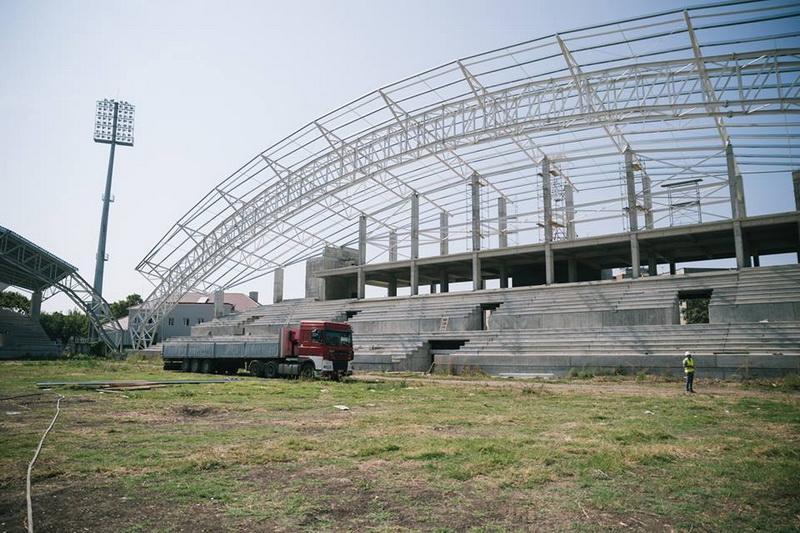 """Încep lucrările de amenajare a gazonului la stadionul """"Francisc Neumann"""""""