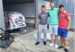 A găsit 13.000 de euro într-o mașină ce a fost dusă la o spălătorie auto