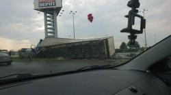 TIR răsturnat la intrarea în Arad
