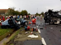Trei oameni și-au pierdut viața într-un groazniv accident rutier