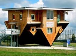 Așa arată o casă din Germania. E realitate, nu e greșeală. VEZI și alte case ciudate