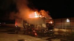 TIR în flăcări la 40 de kilometri de Arad