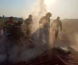 Acoperișul Centrulului de Recuperare pentru bătrâni Laser din Vladimirescu a luat foc