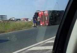 Un Tir s-a răsturnat la ieșire din Arad