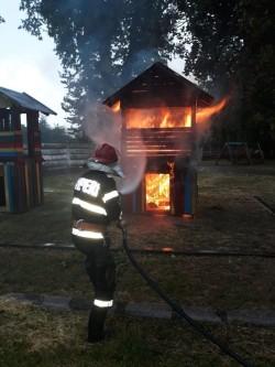 Locul de joacă din Ineu a luat foc sâmbătă după-masă