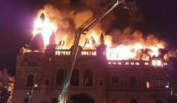 Incendiul care a cuprins Episcopia Greco-Catolică din Oradea a fost stins sâmbătă noaptea