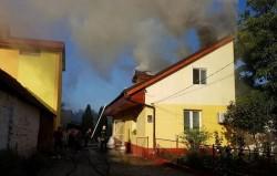 O casă din Vladimirescu a luat foc