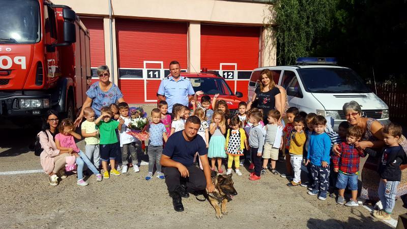 Pompierii arădeni și-au sărbătorit ziua, alături de sute de copii care au venit să-i viziteze