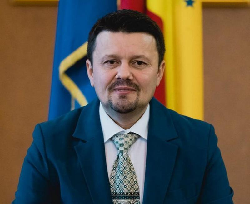Minciunile inpectorului şcolar Stoenescu şi ale deputaţilor PSD îi revoltă pe dascăli