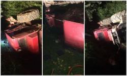 Bărbat decedat în satul Stejar, prins sub un utilaj forestier răsturnat