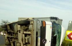 Tir răsturnat la granița județelor Timiș cu Hunedoara