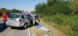 Accident ÎNGROZITOR la ieșire din Timișoara. O femeie a murit strivită în autoturism