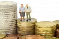 Zeci de mii de oameni riscă să piardă mare parte din viitoarea pensie, din cauza legii care ar urma să intre în vigoare de la 1 ianuarie