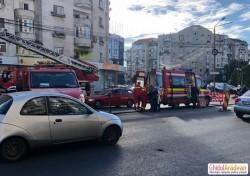 Tentativă de sinucidere la Piaţa Spitalului! O femeie ameninţa că se aruncă de pe bloc!